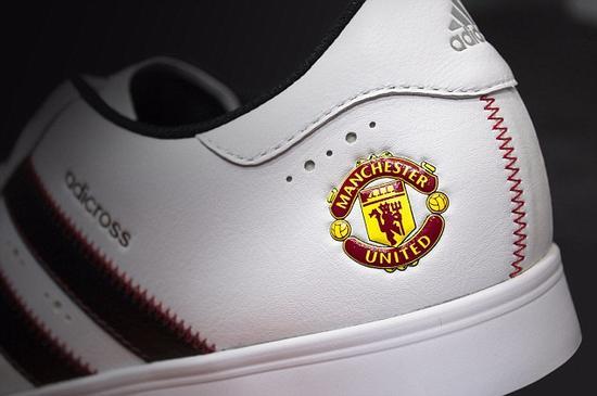泰勒梅为曼联特制的高尔夫球鞋